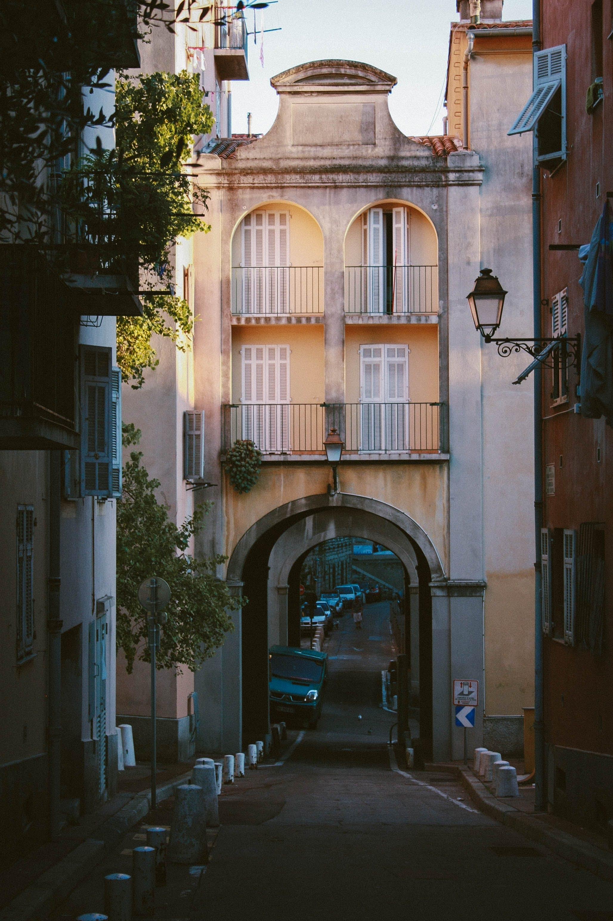 Gratis lagerfoto af arkitektur, bue, by, bygning