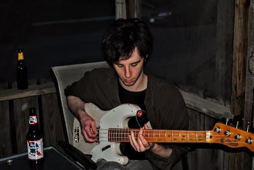 Gratis lagerfoto af band, guitar, guitarist, indendørs