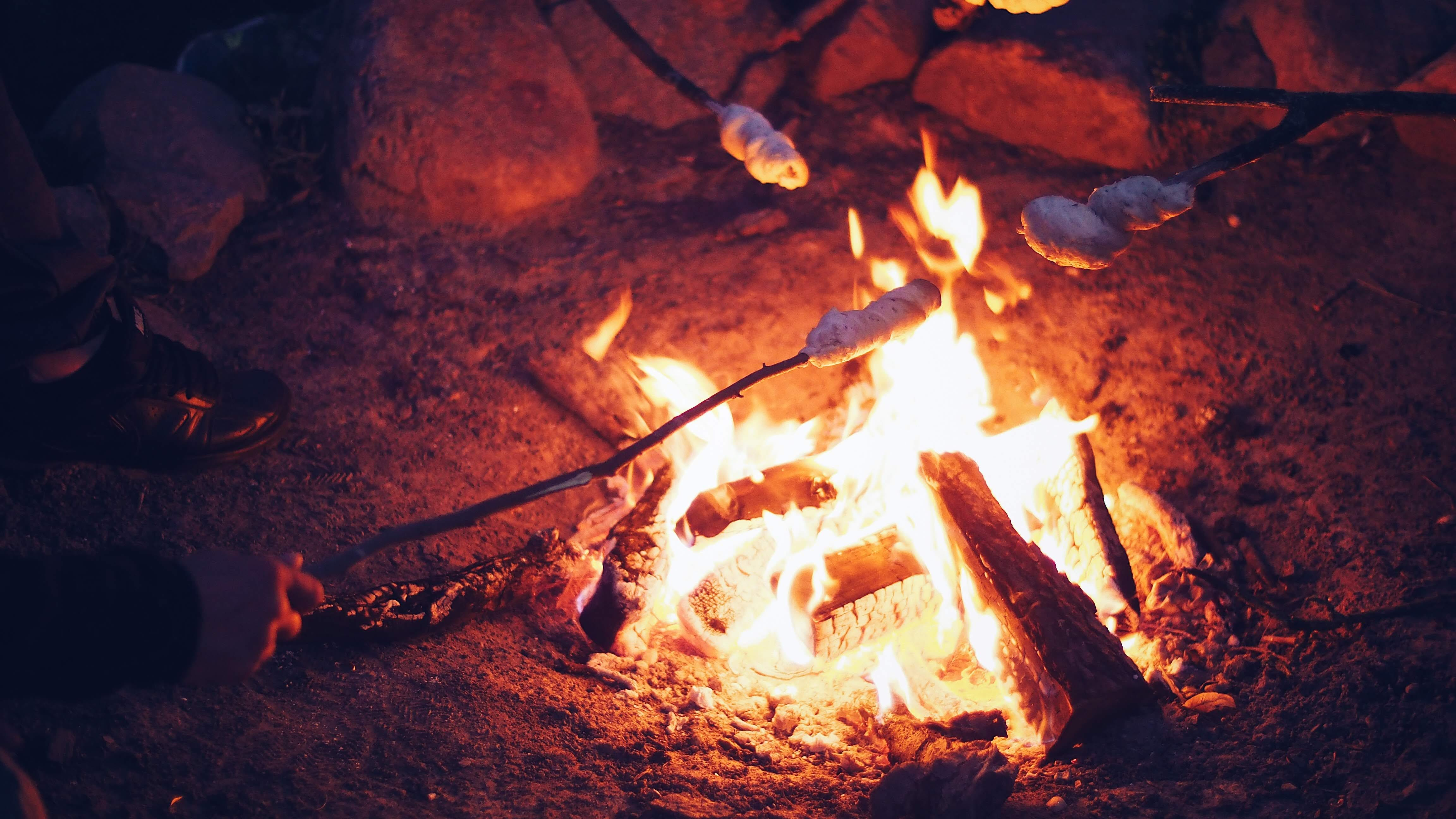 Kostenloses Stock Foto zu brand, brennen, brennholz, dunkel