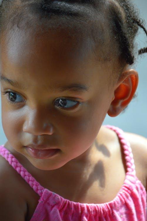 Darmowe zdjęcie z galerii z brązowe oczy, brązowy, brązowy oskórowany, cień