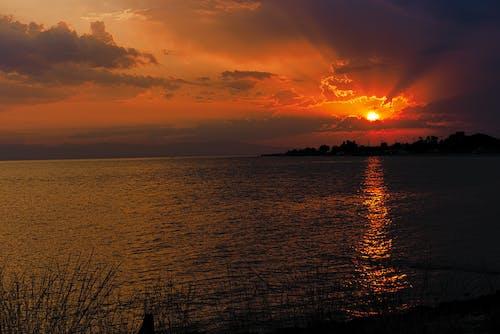 Kostenloses Stock Foto zu griechisch, ηλιαχτίδα, χρυσό ηλιοβασίλεμα, χρυσό ήλιο