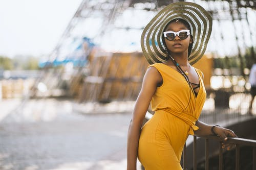 アダルト, アフリカ系アメリカ人女性, スタイル, ビーチの無料の写真素材