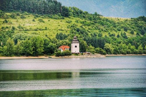 Kostenloses Stock Foto zu architektur, bäume, berge, friedlich