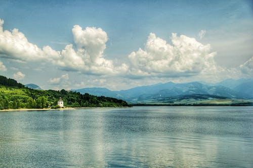 Kostnadsfri bild av bergen, blå himmel, kyrka, moln