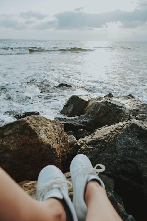 Gratis lagerfoto af afslappende, Ben, bølger, dagslys