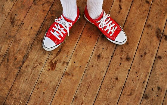 Kostenloses Stock Foto zu holz, fashion, schuhe, stehen