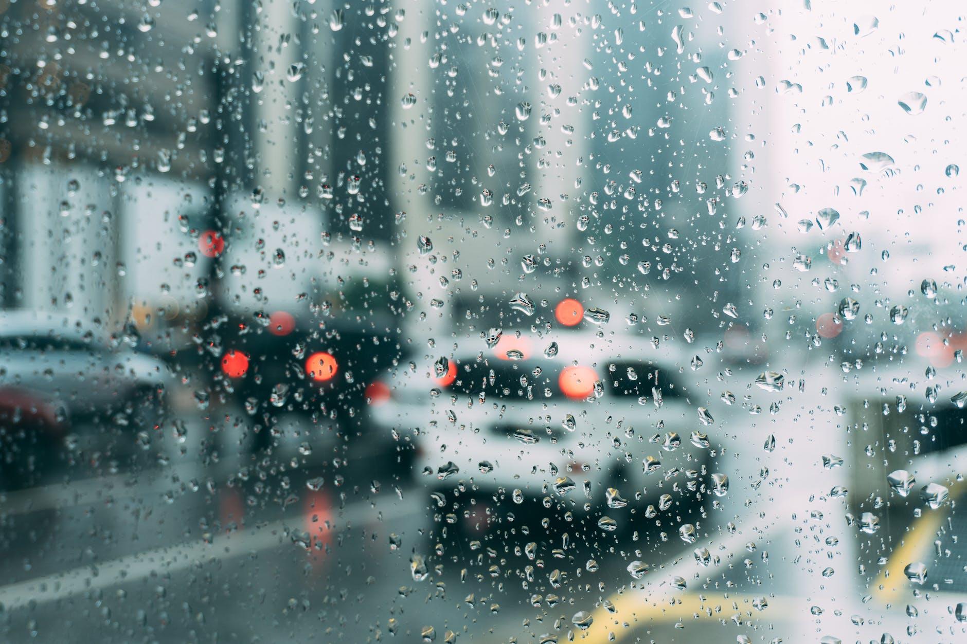 Barang Penting Untuk Dibawa Saat Musim Hujan