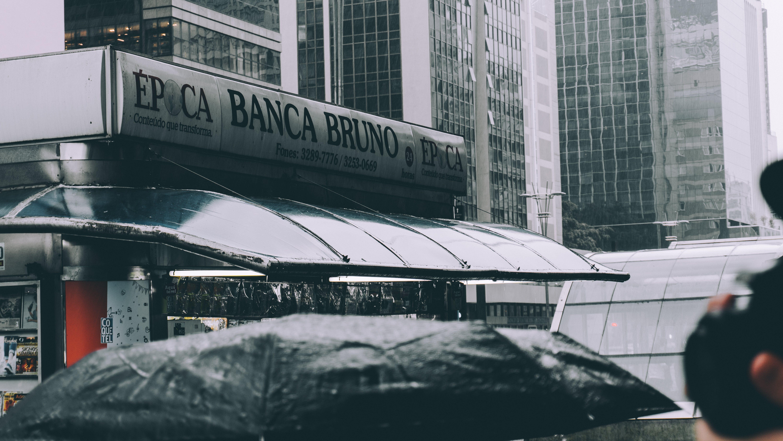 Grey Epica Banca Bruno Building