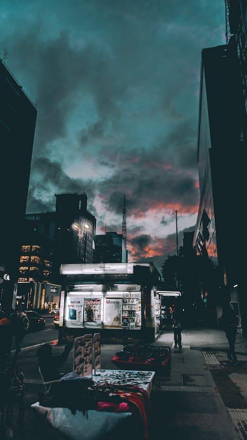 Бесплатное стоковое фото с архитектура, город, городской, дорога