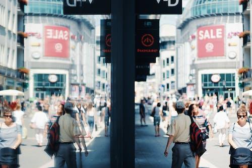 คลังภาพถ่ายฟรี ของ การสะท้อน, ช็อปปิ้ง, ถนน, ผู้คน