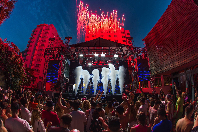 Fotos de stock gratuitas de banda, concierto, escenario, espectáculo de luz