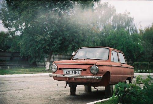 Kostenloses Stock Foto zu altes auto, auto, automobil, fahrzeug