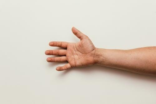 Бесплатное стоковое фото с ладонь, мужчина, пальма, пальцы