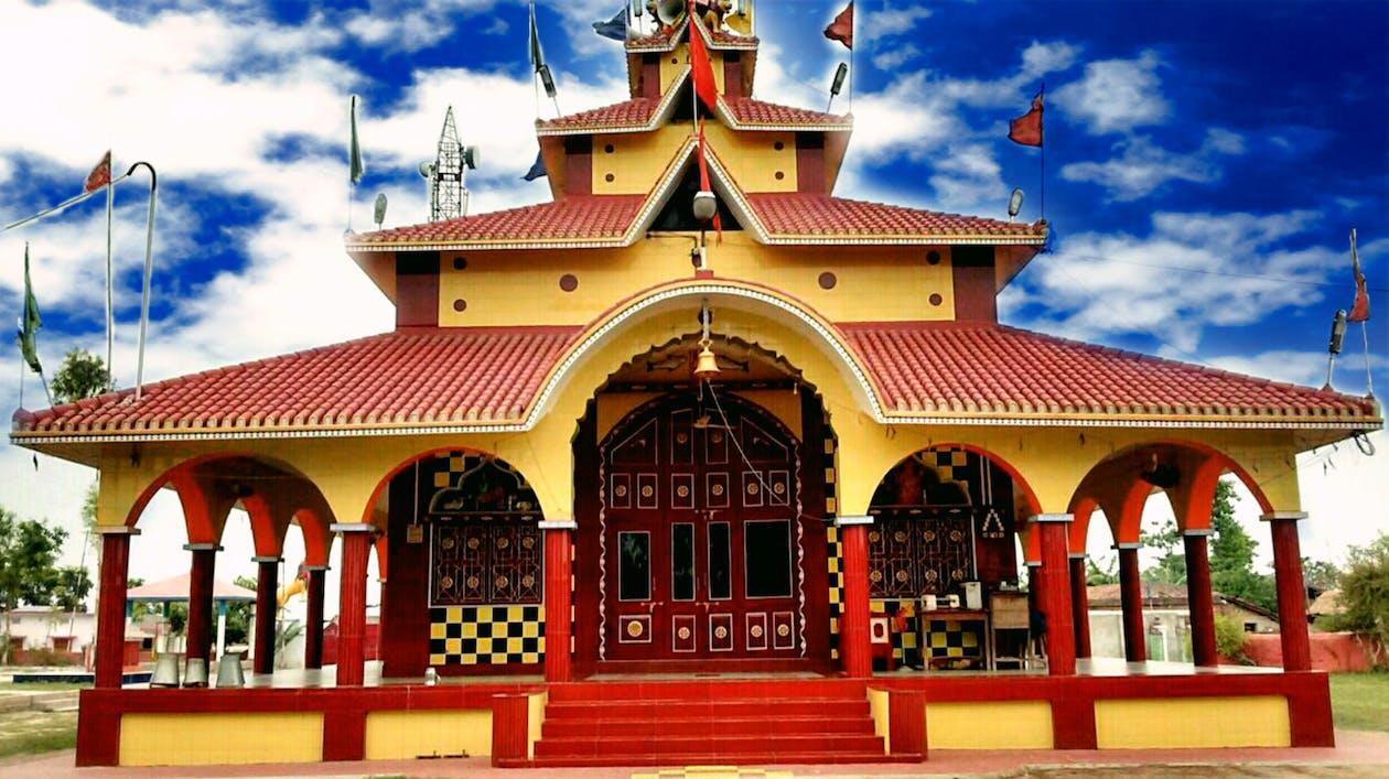 blaue himmel, durga-tempel, golden