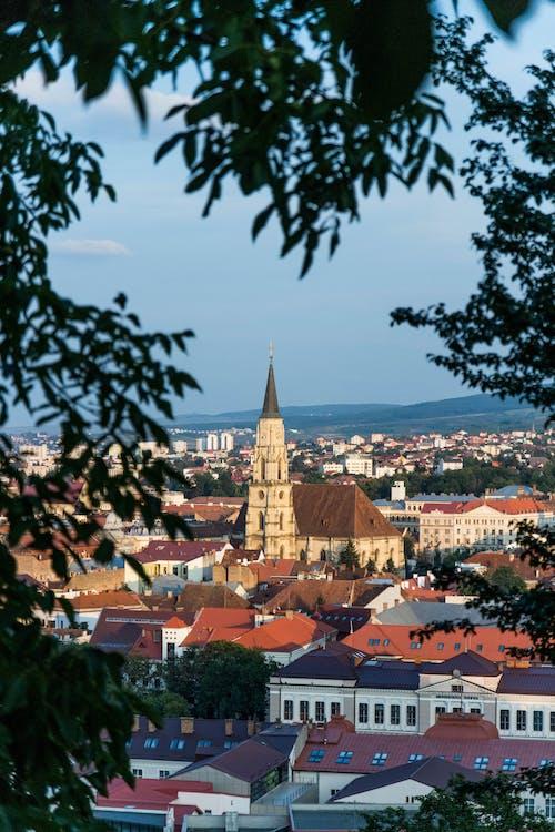 Immagine gratuita di architettura, case, chiesa, città
