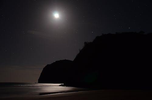 Gratis arkivbilde med #hav, #måne, #natt, #strand