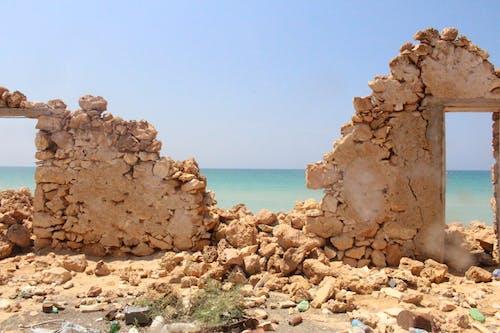 Foto profissional grátis de à beira-mar, edifício antigo