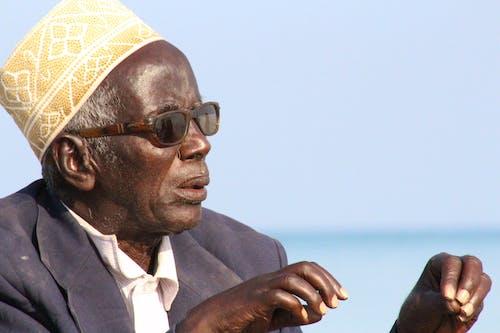 Foto profissional grátis de homem idoso