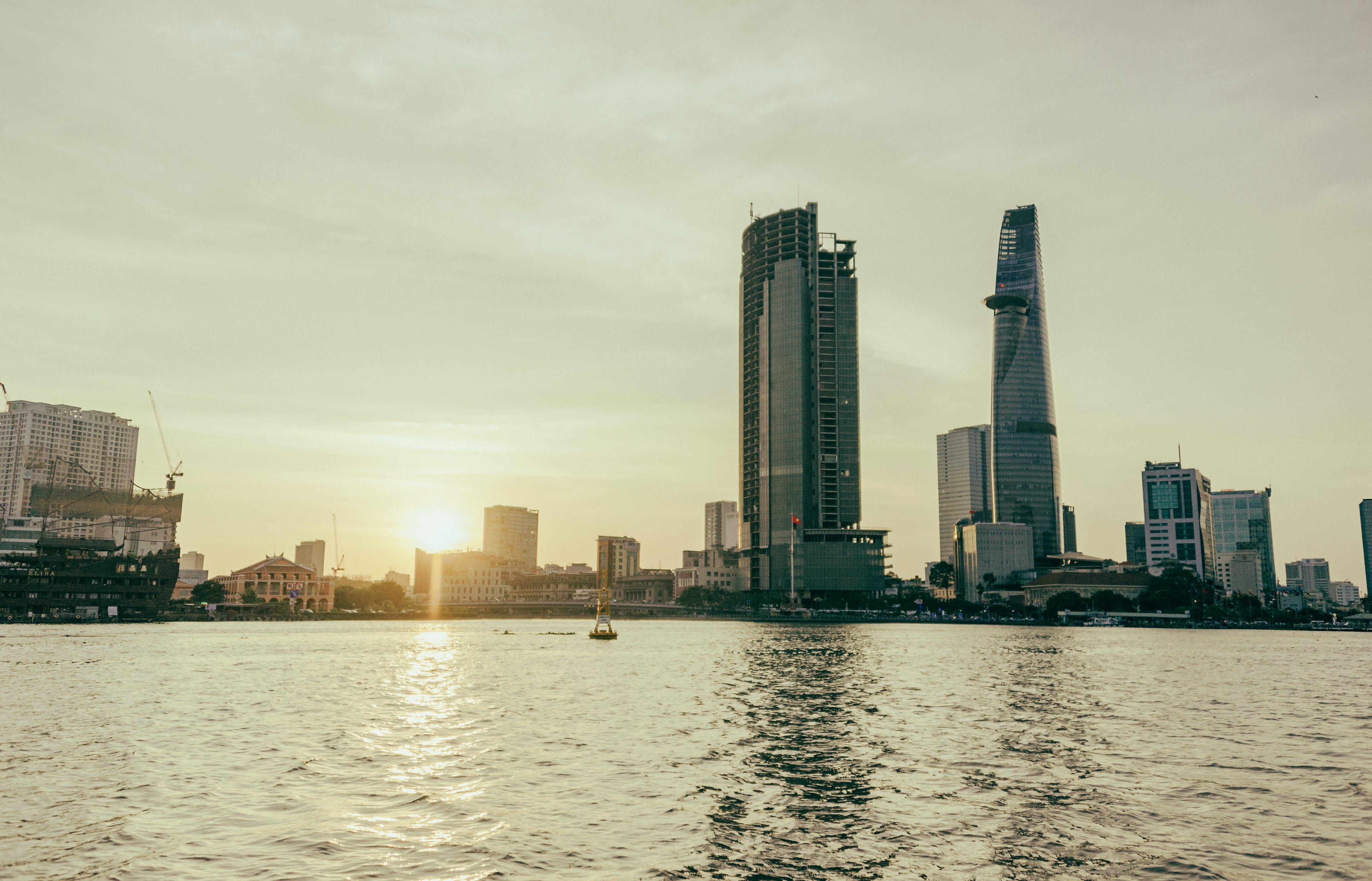 binalar, bürolar, deniz kenarı, gökdelenler içeren Ücretsiz stok fotoğraf