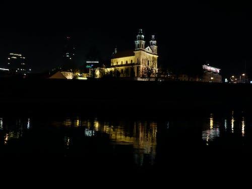反射, 夜の街の無料の写真素材
