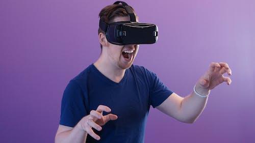 Gratis stockfoto met blijdschap, bril met virtual reality, elektronisch, gebaar