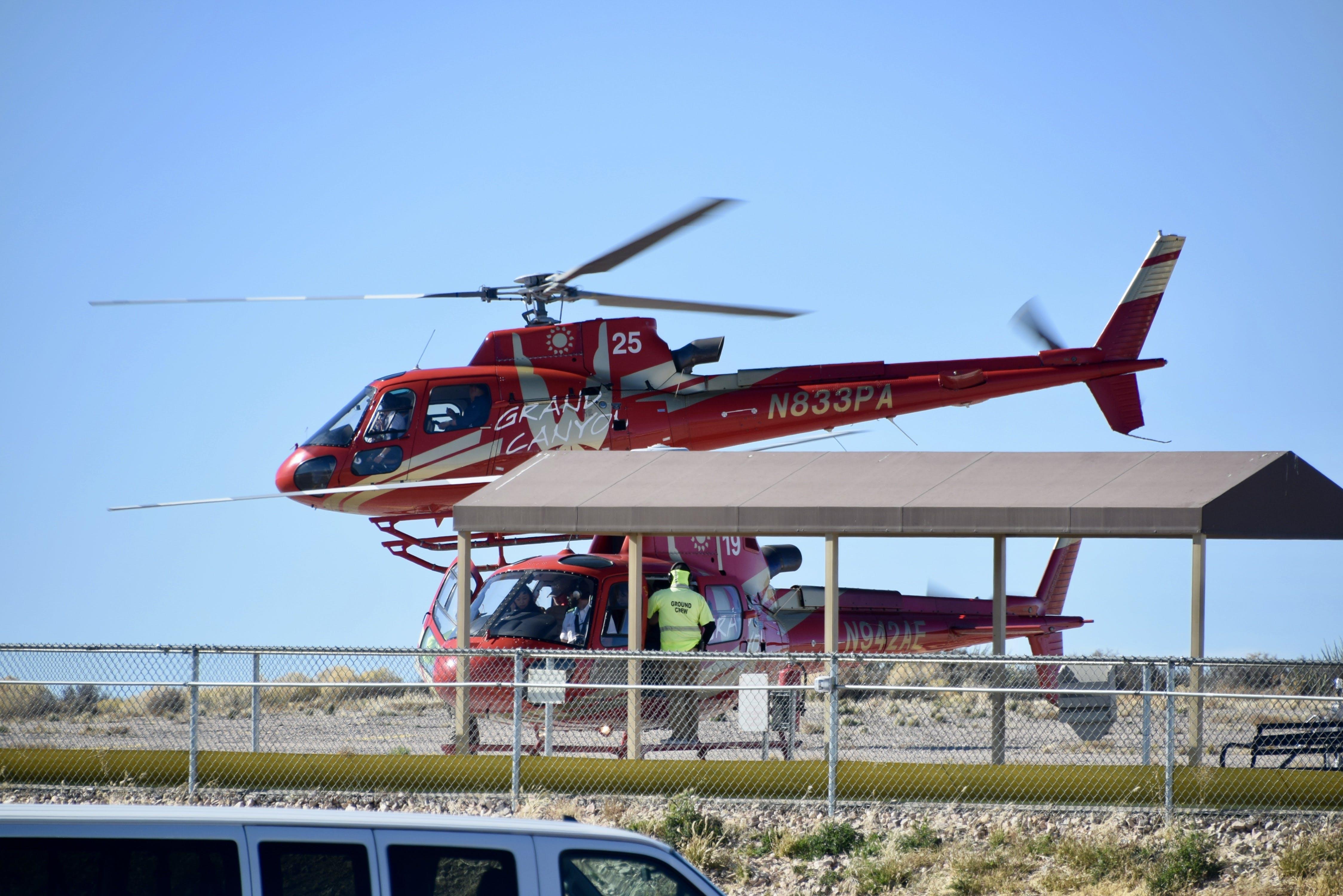 Fotos de stock gratuitas de álabes del rotor, bahía de helicópteros, cerca, chaqueta de alta visibilidad