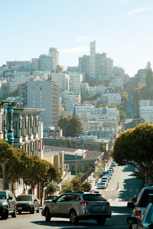 apartmanlar, araba, evler, pansiyon içeren Ücretsiz stok fotoğraf