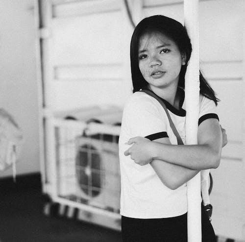 Imagine de stoc gratuită din alb-negru, costum, expresie facială, fată
