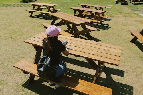 Ảnh lưu trữ miễn phí về bàn ăn ngoài trời, cô gái cô đơn, cô đơn
