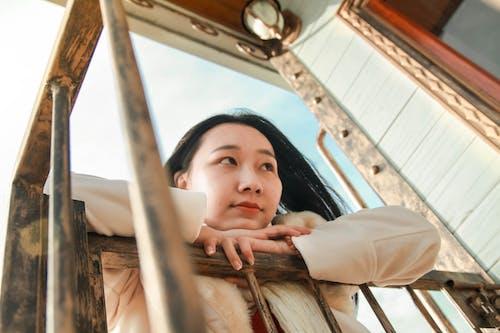 Gratis lagerfoto af asiatisk kvinde, Asiatisk pige, kvinde, lavvinkelskud