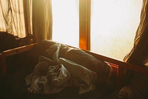 Foto Do Cobertor Cinza No Sofá