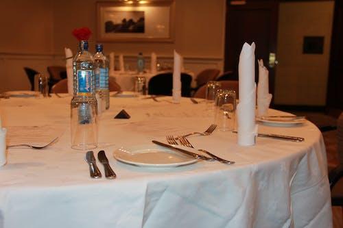 Fotos de stock gratuitas de ambiente, cena, cucharas, hotel
