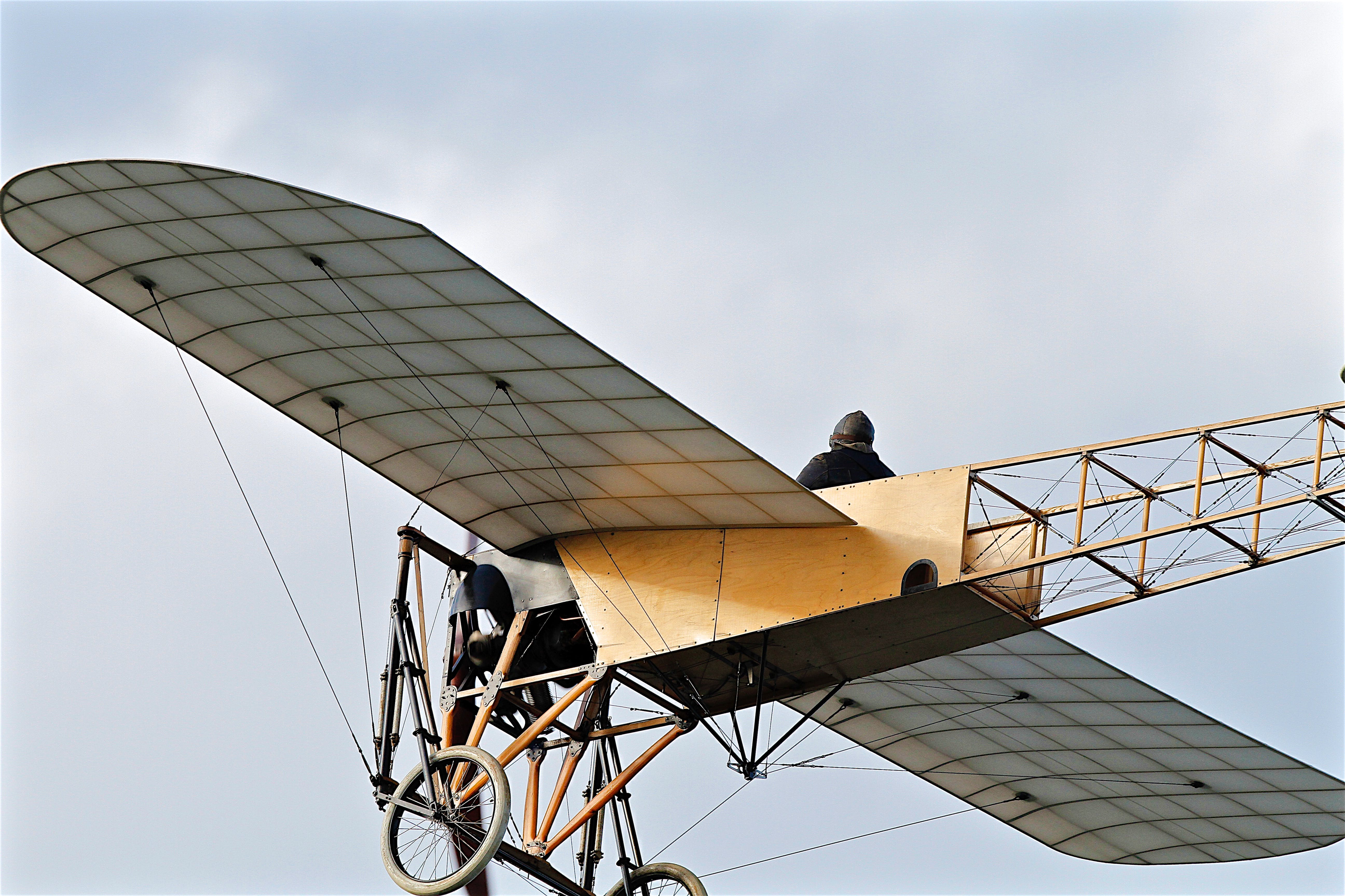 Flying Kitty Hawk