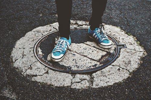 Δωρεάν στοκ φωτογραφιών με 4k ταπετσαρία, αθλητικά παπούτσια, αλέθω, άσφαλτος