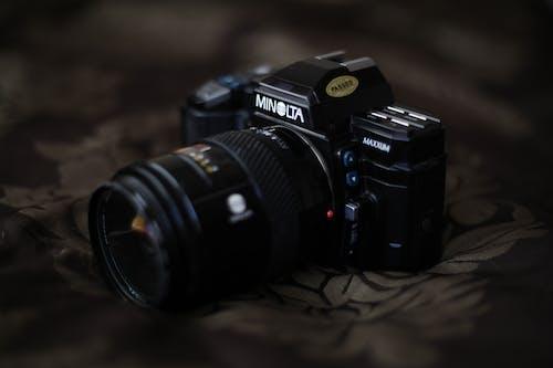 Fotos de stock gratuitas de analógico, cámara, clásico, concentrarse