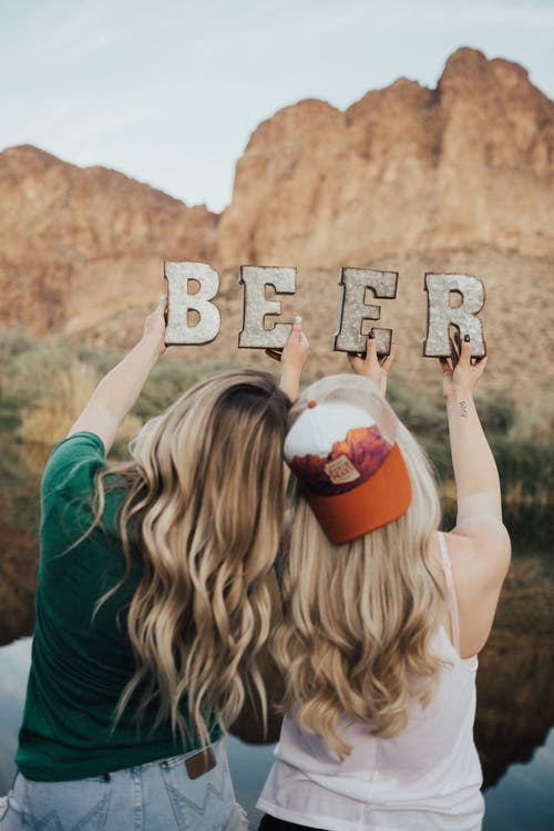 Fotos de stock gratuitas de amigos, cerveza, chavalas, divertido
