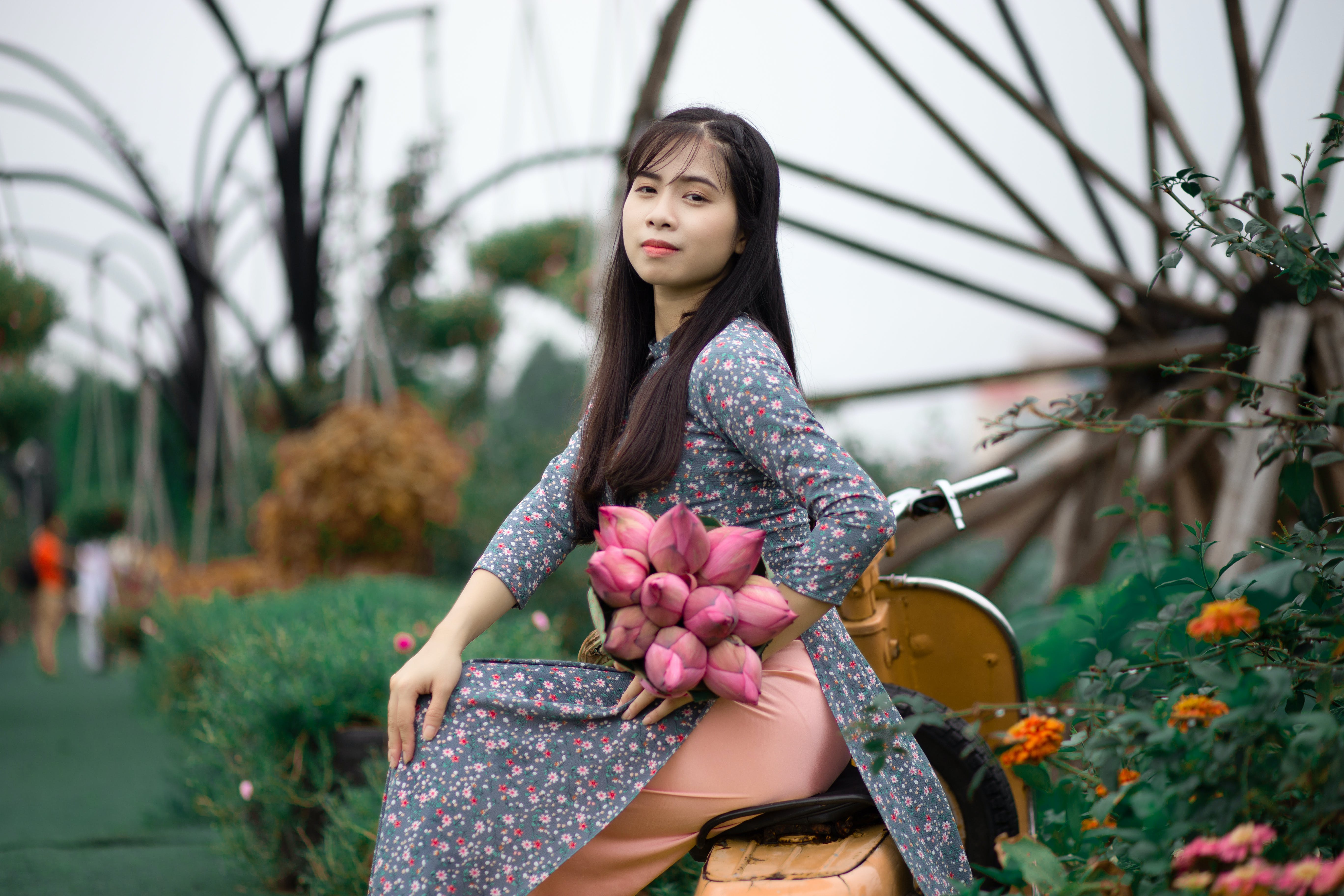 คลังภาพถ่ายฟรี ของ การถ่ายภาพ, คน, ชุด, ดอกไม้