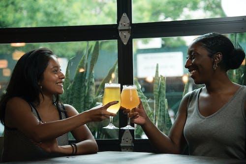 Imagine de stoc gratuită din băuturi, femei, fete, în interior