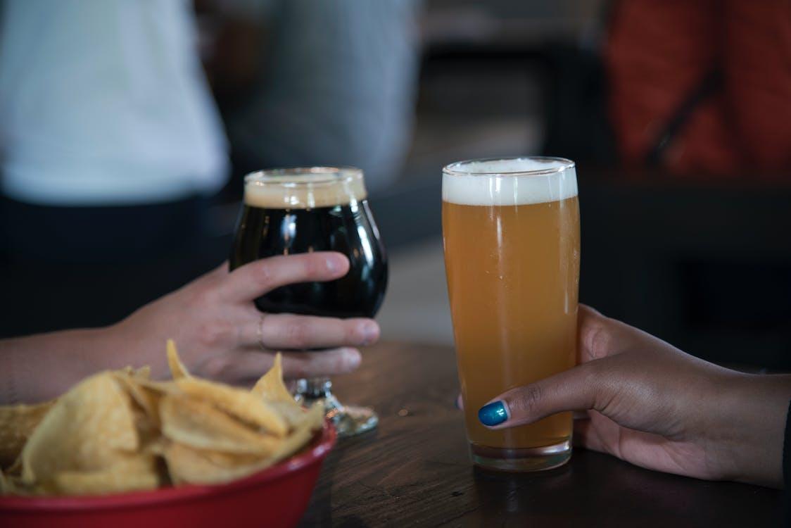 alkohol, alkoholické nápoje, bar