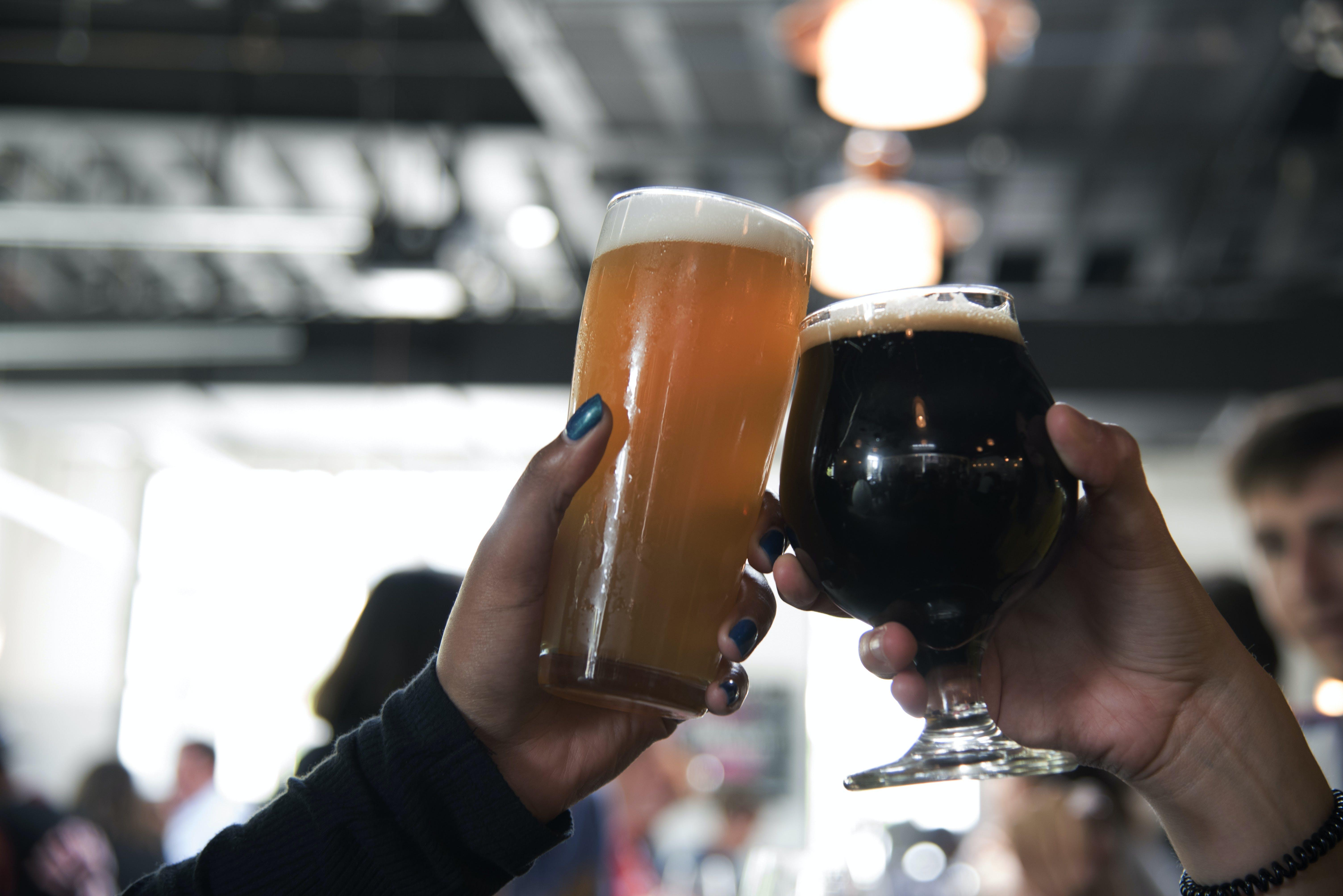 Foto profissional grátis de ale, bar, bebidas, bebidas alcoólicas