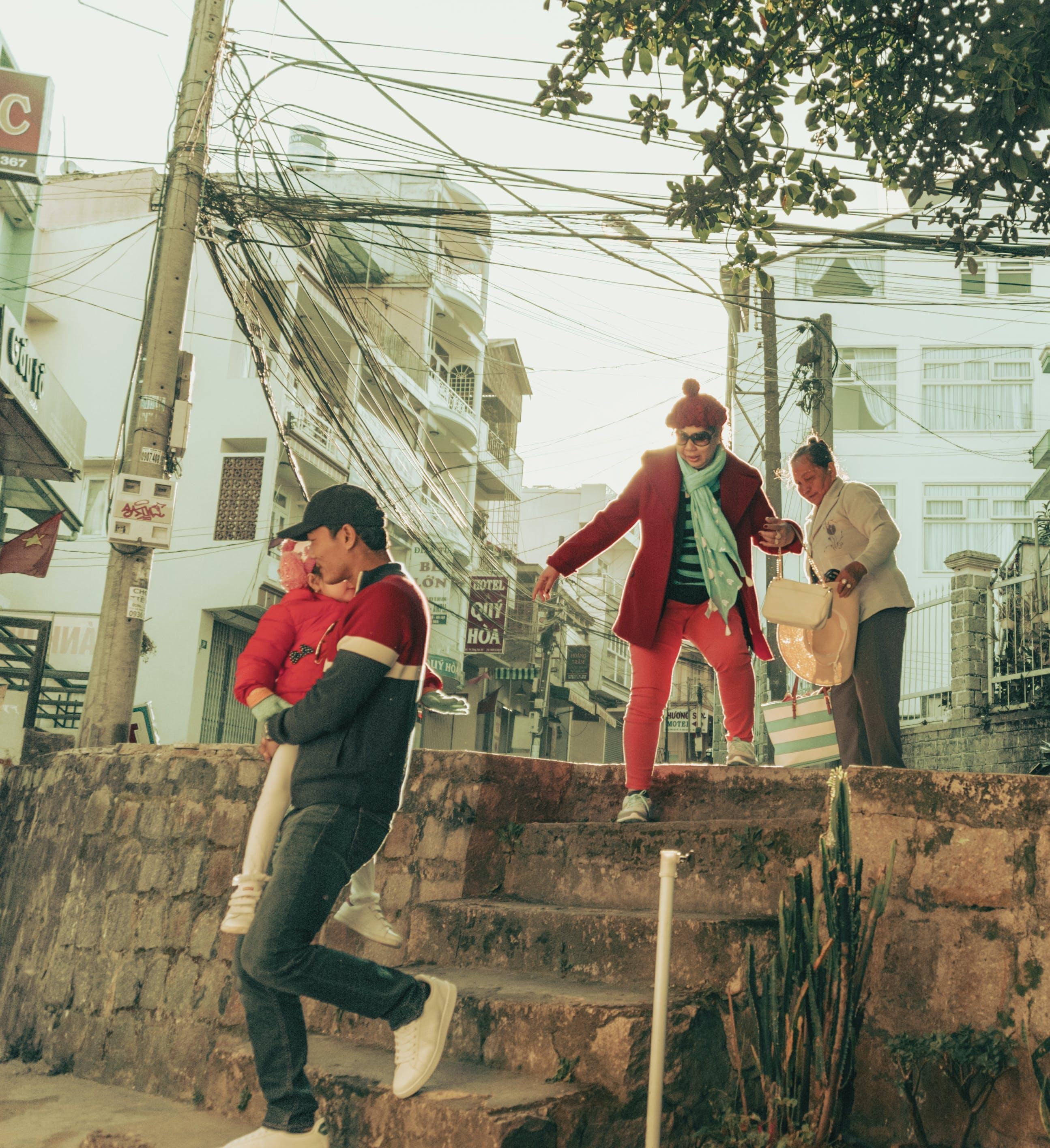 Gratis stockfoto met Aziatische mensen, kerel, mensen, trap
