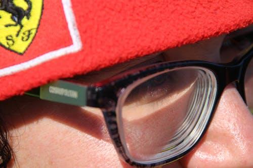 คลังภาพถ่ายฟรี ของ ตาสีน้ำตาล, หมวกสีแดง, เด็กสาว