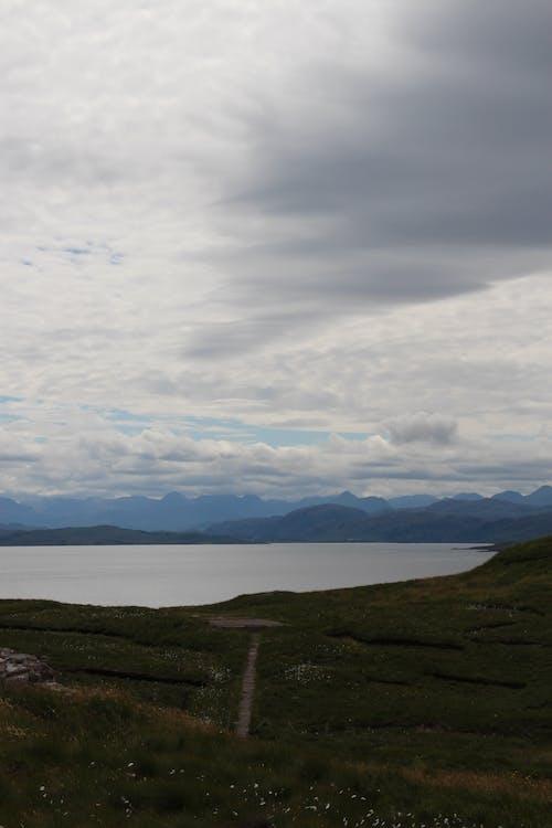 คลังภาพถ่ายฟรี ของ ท้องฟ้าสีคราม, ทะเล, ทะเลสาป, ที่ดิน