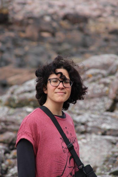 คลังภาพถ่ายฟรี ของ ชาวสเปน, ผมหยิก, ผู้หญิง, หิน