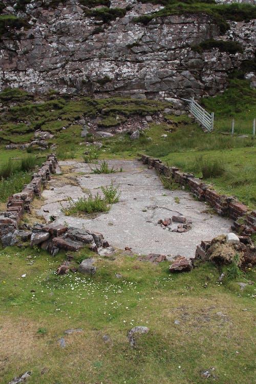 Ilmainen kuvapankkikuva tunnisteilla jauhettu, kivet, rauniot, ruoho