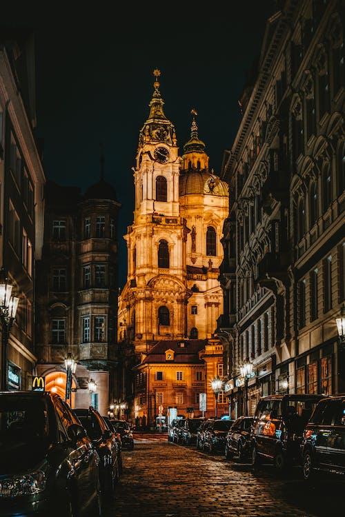 Immagine gratuita di architettura, auto, cattedrale, chiesa