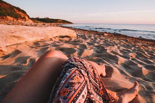 Foto profissional grátis de areia, areia da praia, céu rosa, costa do oceano