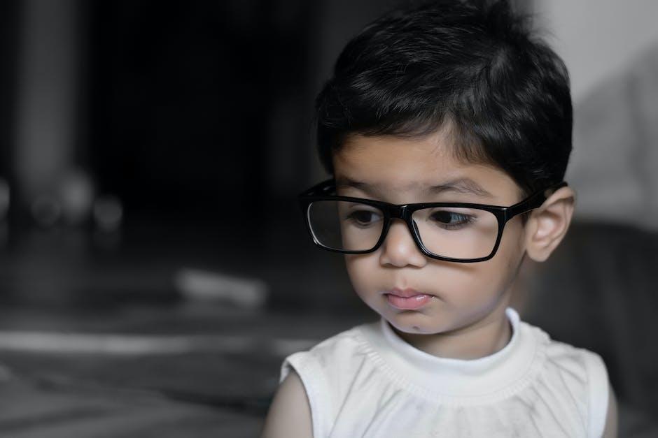 niño emociones niña con gafas emociones