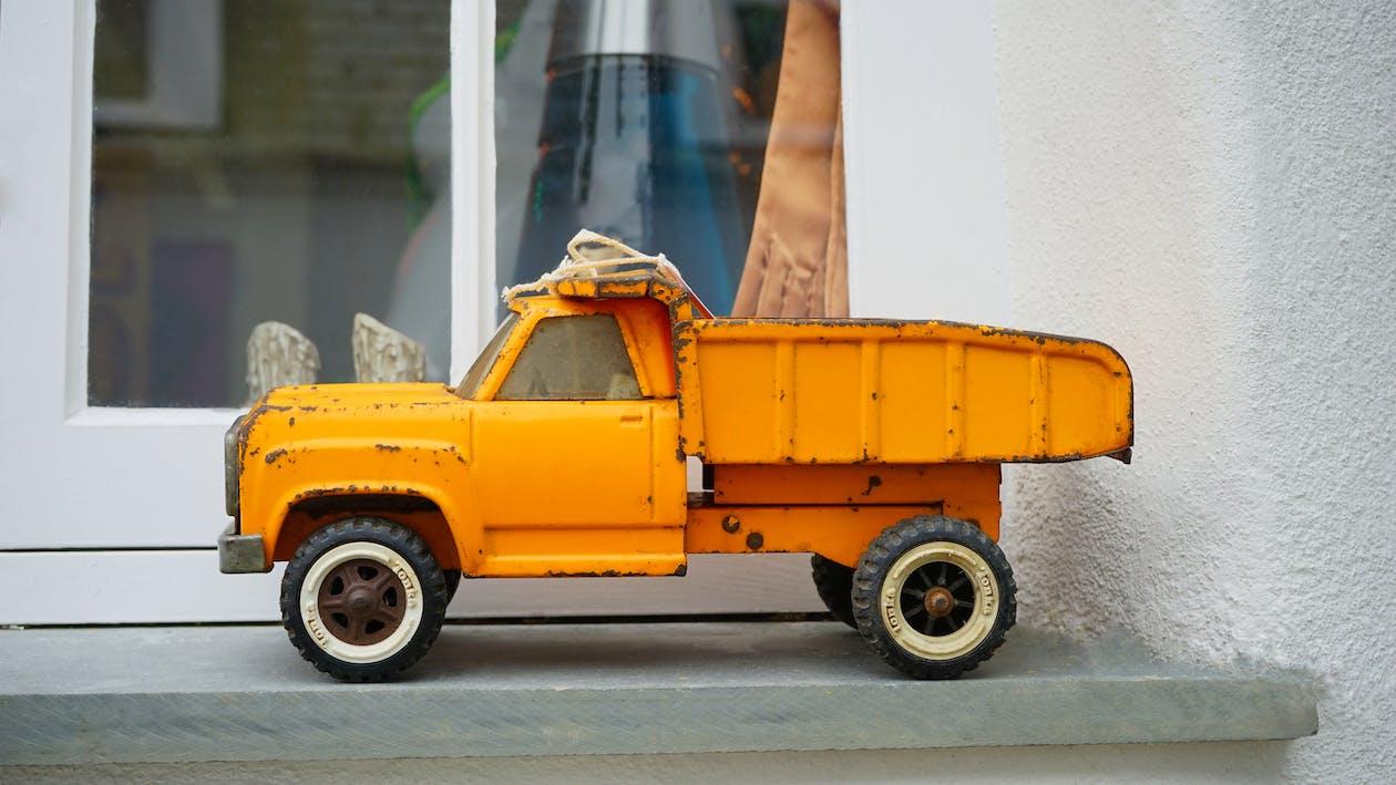Yellow Truck Tyo