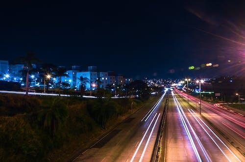 Ingyenes stockfotó éjszaka, épületek, fények, hosszú expozíció témában